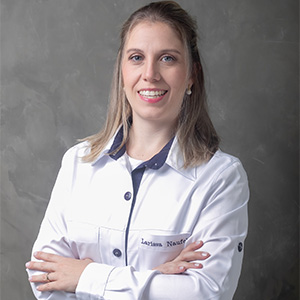 DRA LARISSA ZAMARIAN CRO: 87.006 - Especialista em Implantes Dentários, Protocolo All on four e Carga Imediata